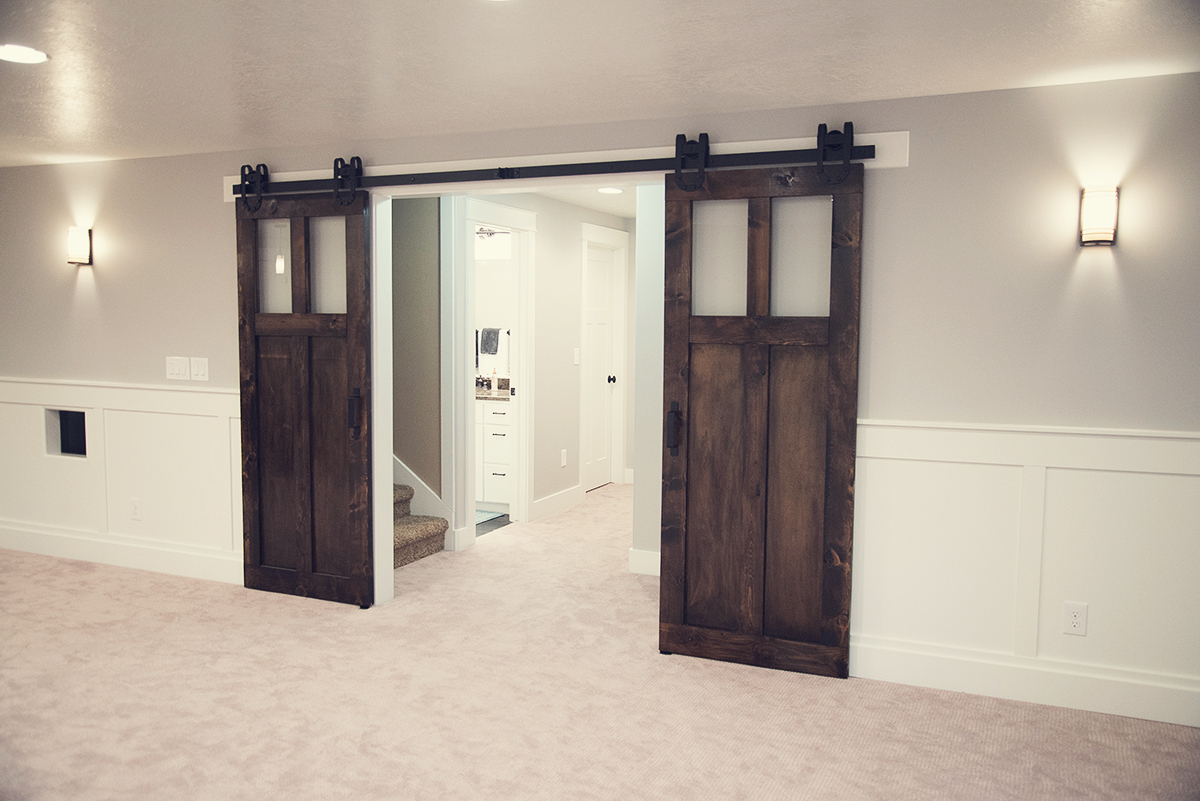 Tanner glass hardware classic barn door hardware for The barn door company
