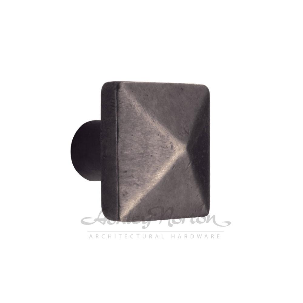 390-pyramid-knob